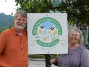 USDA Bee Lab Leader, Jeff Pettis & Diane Almond