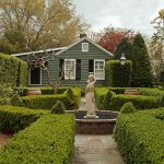 Boxwood hedge_spring garden_Ken Dodds_CC BY-NC-ND 2.0_Flickr
